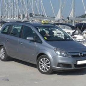 Taxi airport transfer with professional driver for stag party in Split